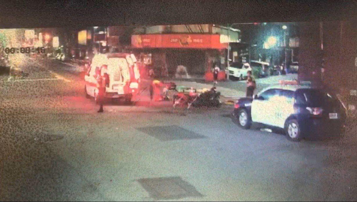 彰化市三民路、長壽街口昨天深夜發生機車對撞車禍,兩輛機車撞成一團,造成一死一重傷...