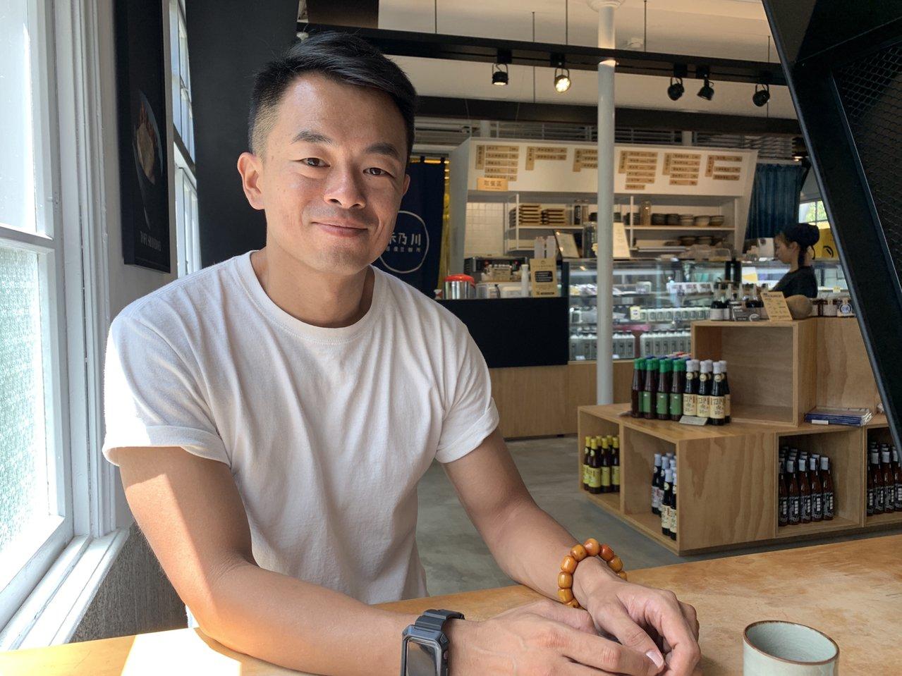 三峽青年林峻丞10多年前結束電視幕後工作,回家鄉幫忙家族肥皂事業「茶山坊」,後來...