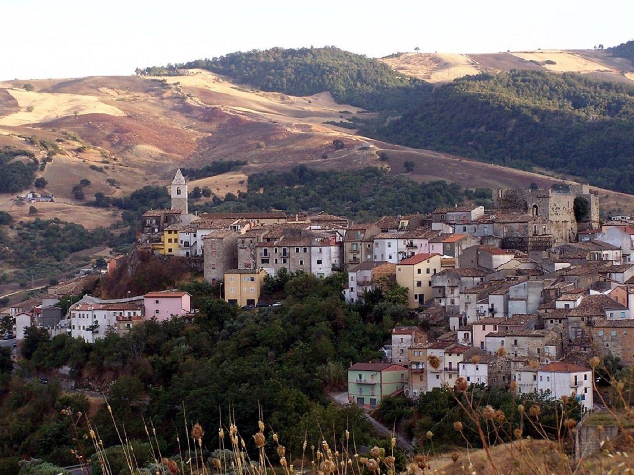 義大利莫利塞大區政府為阻止人口日漸稀少、社區逐步走向衰亡,宣布只要搬進106個人...