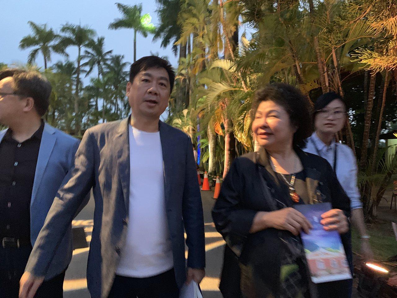 總統府秘書長陳菊(右)和內政部次長陳宗彥出席台南後壁黃家音樂會。記者吳淑玲/攝影