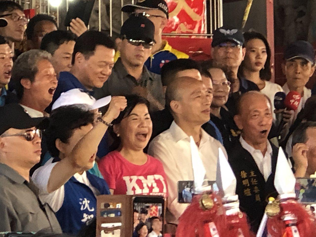 國民黨總統提名人韓國瑜在神岡萬興宮參香。記者陳秋雲/攝影