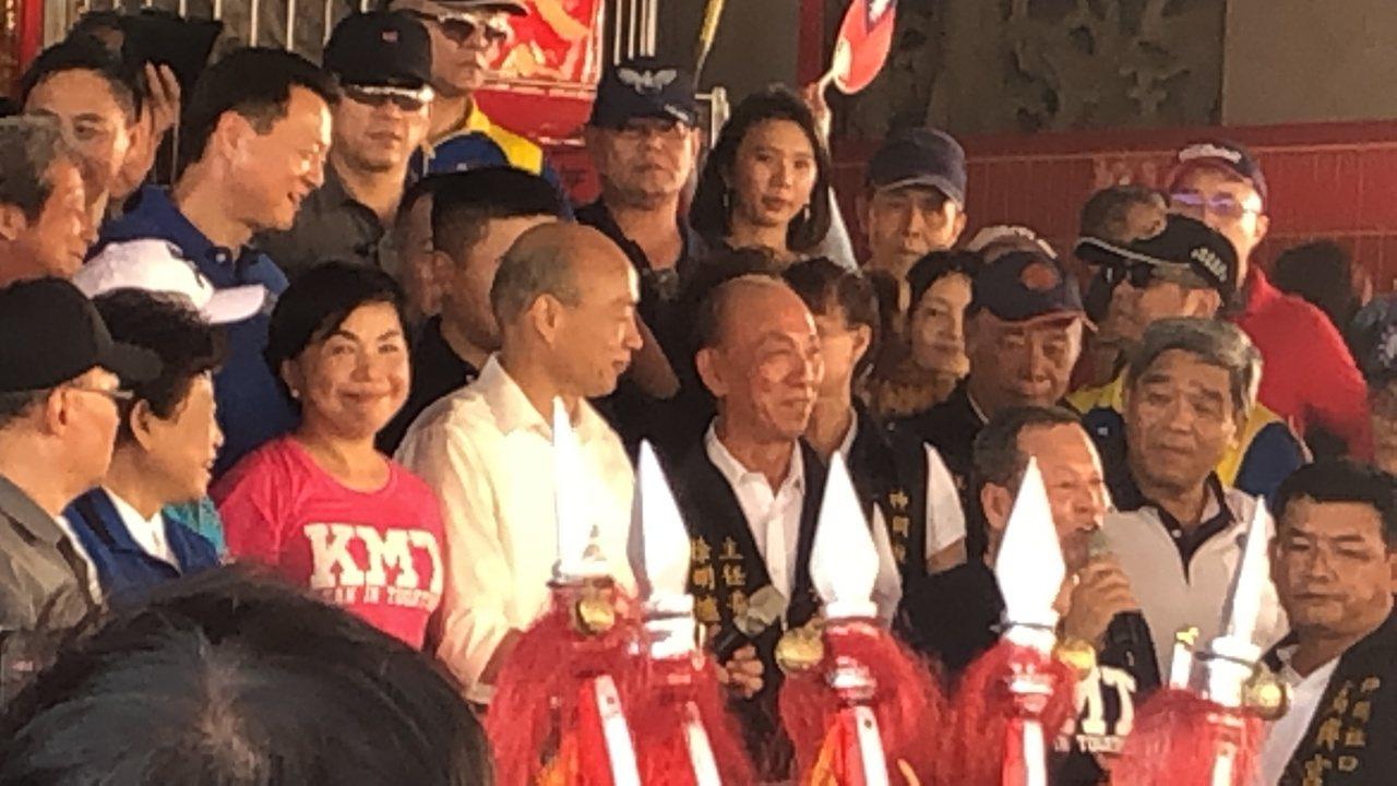 韓國瑜在台中綠色指標地區神岡,參拜神岡社口萬興宮,現場人群滿滿。記者陳秋雲/攝影