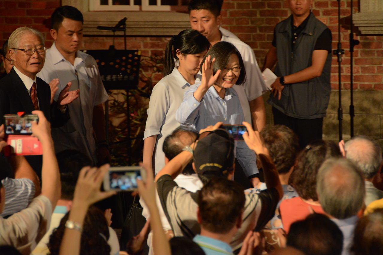蔡英文總統今晚出席台南後壁黃家古厝音樂會。記者吳淑玲/攝影