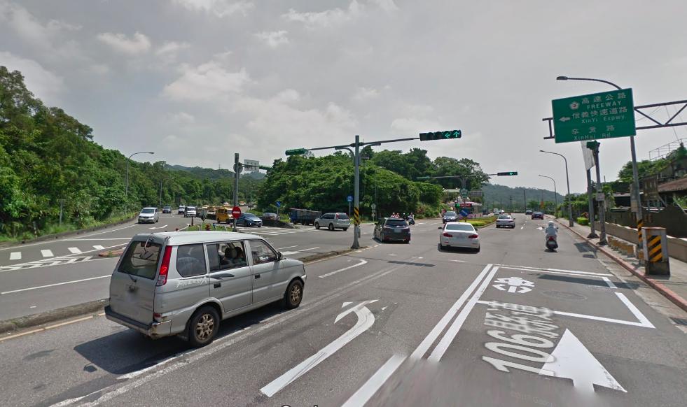 警方表示,木柵路轉信義快速道路口時常發生民眾誤闖事件,大多因匝道口設計不良、標誌...