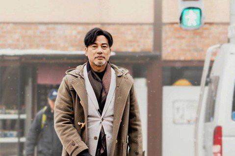 中秋節檔期在台灣上映,由任達華、梁詠琪主演香港電影《再見了!小Q》,電影講述聰明可愛導盲犬小Q,遇到中年失明脾氣古怪的主人,小Q溫情的陪伴,讓主人再次開始新生活。電影8月15日在香港上映後,依靠絕佳...