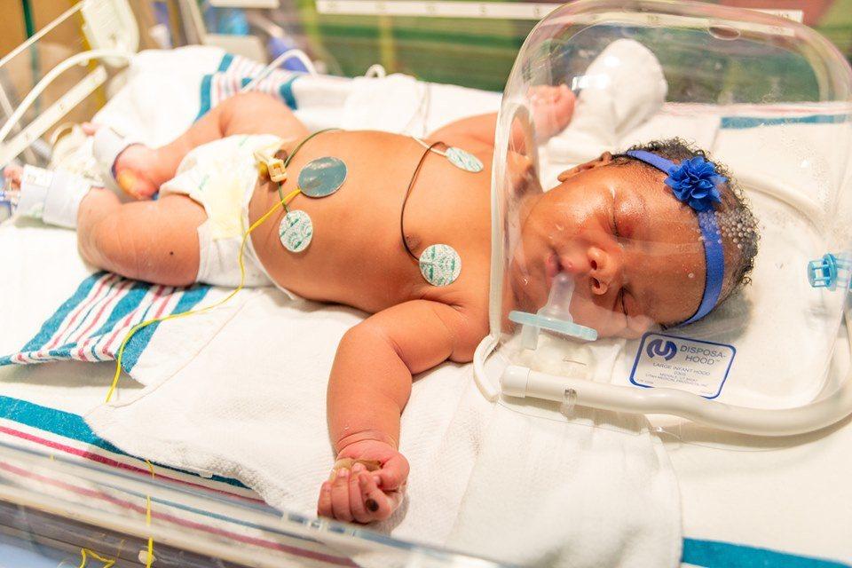 美國女嬰在9月11日晚間9時11分出生,重9磅11盎司,三重巧合令父母和醫護人員...