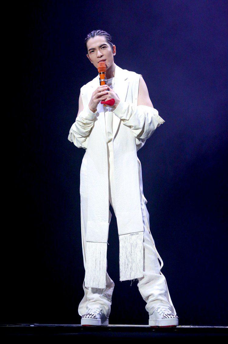 各式各樣的西裝剪裁,讓JW Anderson 2020春夏男裝具有高度可看性。圖...
