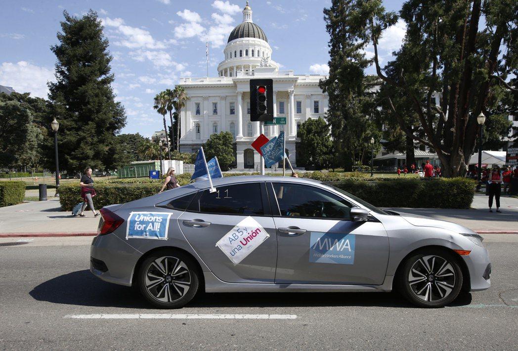 美國加州日前通過一項具里程碑意義的就業法案,可能不僅會顛覆Uber、Lyft這類...