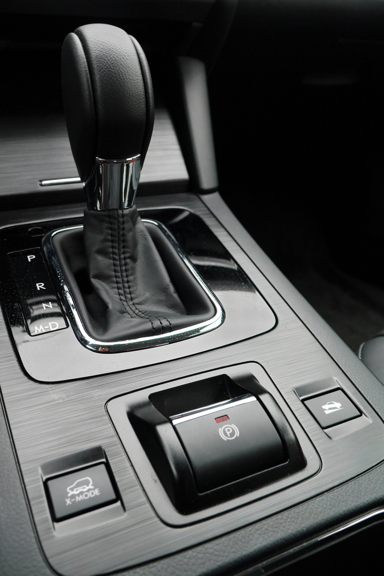 目前出廠的新車逾七成裝設電子手煞車按鈕。(本報資料照片)