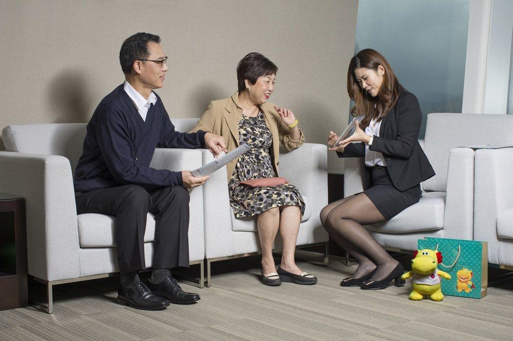 為增加與客戶間的黏著度,台灣人壽推動高端客群服務升級,透過內部大數據分析需求後,...
