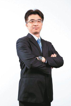 群益投信私校退撫投資顧問團隊總召集人呂鴻德