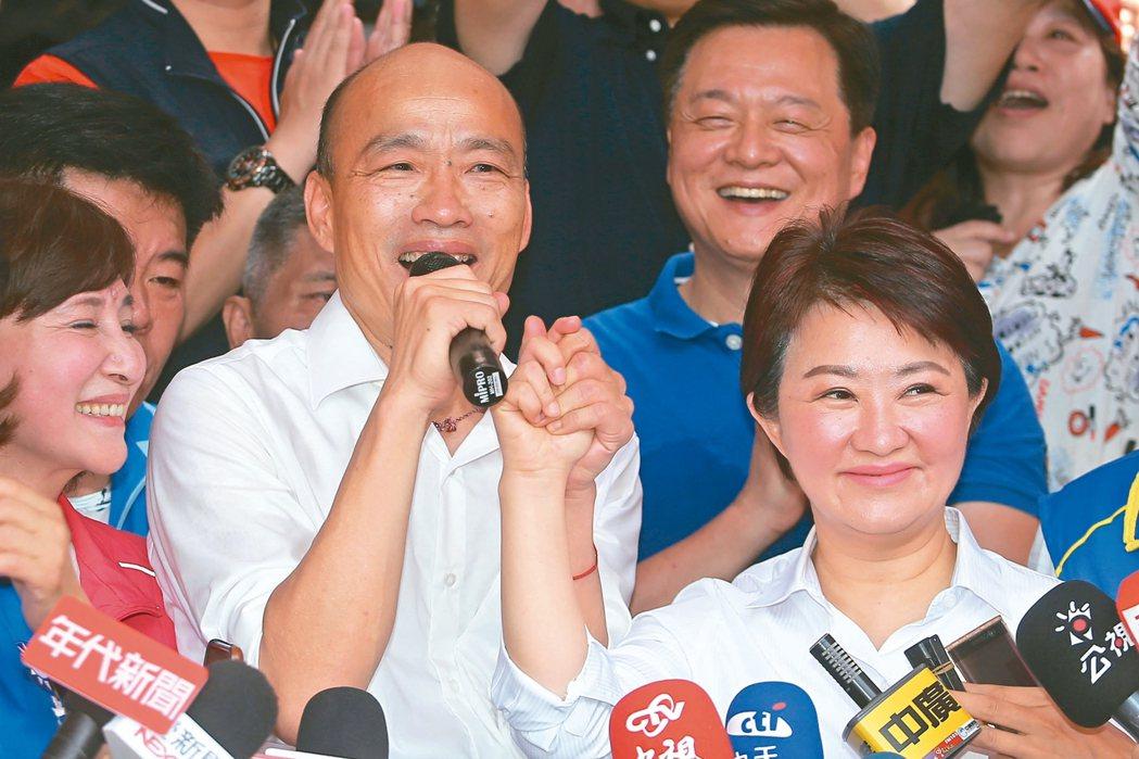禿子、燕子 再度合體國民黨總統參選人韓國瑜(左)昨天到台中造勢,在北屯紫微宮...