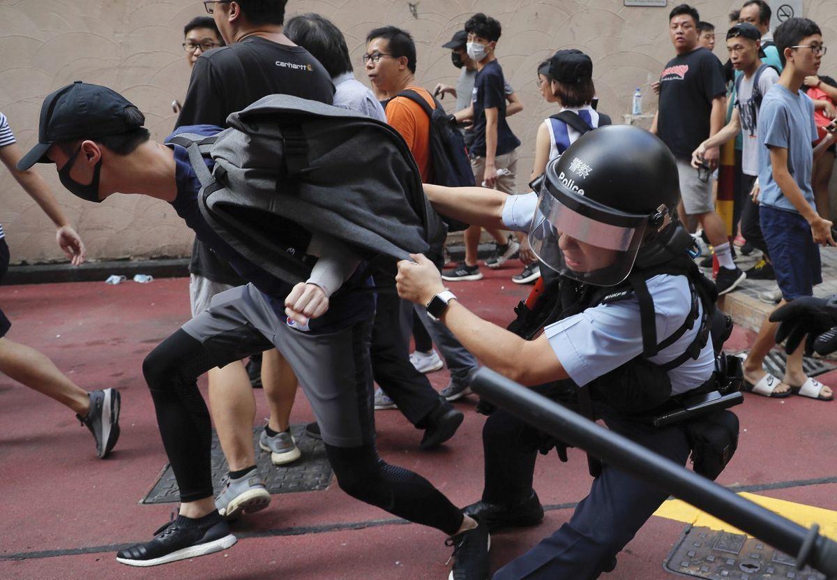 秋節連假,香港爆發多起民眾衝突和警民對峙。(美聯社)
