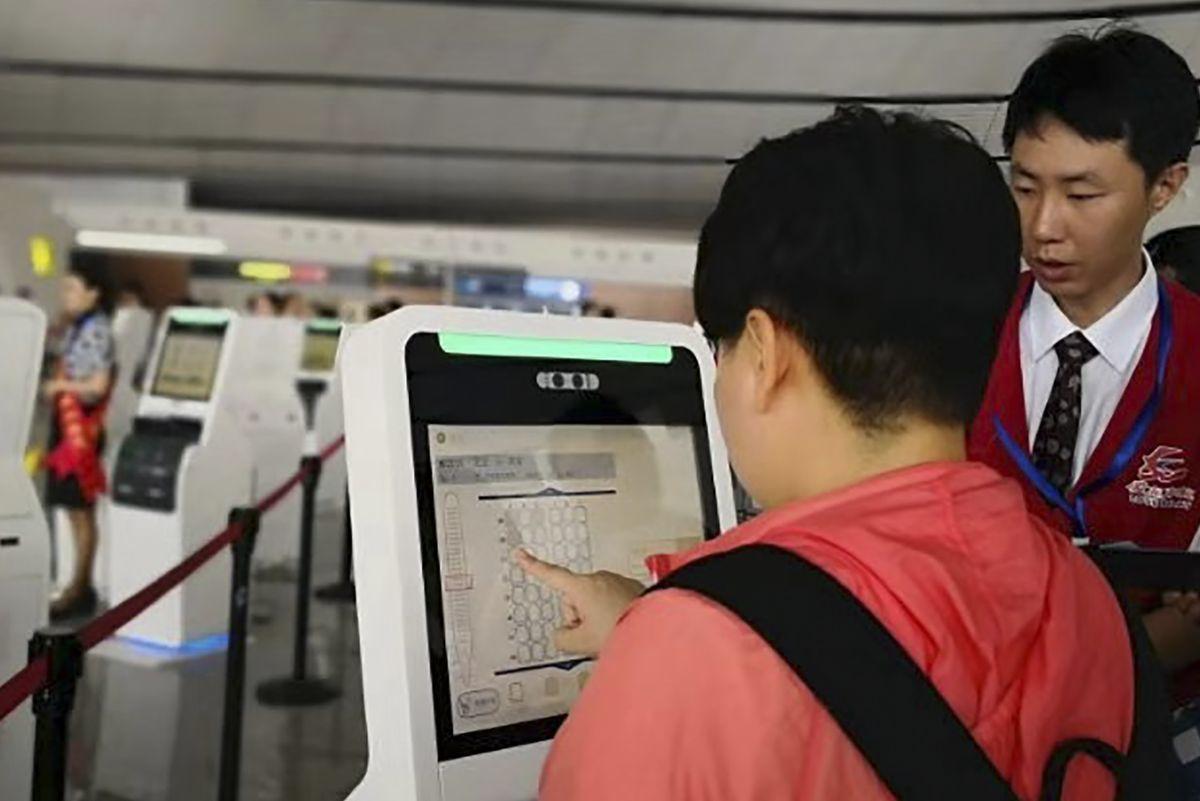 北京大興國際機場未來刷臉就能通關登機。(中新社)