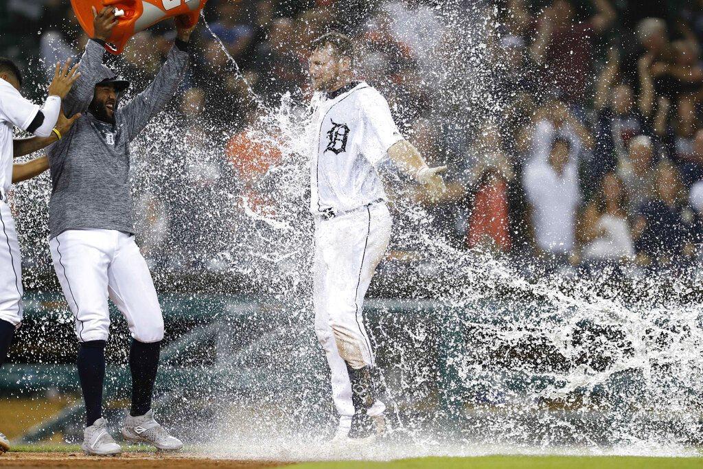 老虎一壘手希克斯(John Hicks)轟出再見滿壘全壘打,讓金鶯一起加入百敗行...