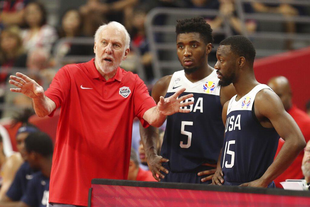 儘管美國創下世界盃最差紀錄,此次代表對主將米契爾(中)認為,明年東京奧運美國隊勢...