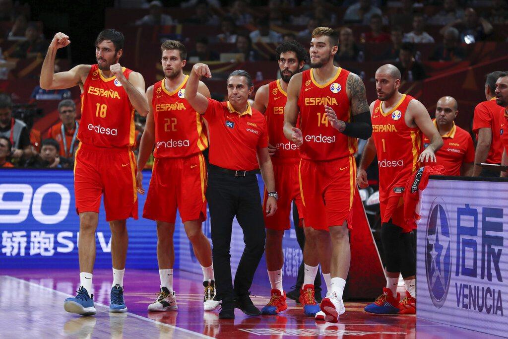西班牙笑納相隔13年的世界盃金盃。 美聯社