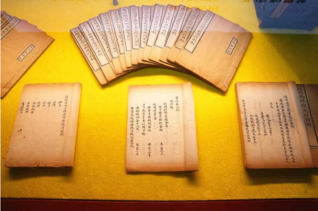 「圓明園匠作則例」是皇宮內務府裝幀手抄孤本,是目前存世的第一本最完整、價值最高的...