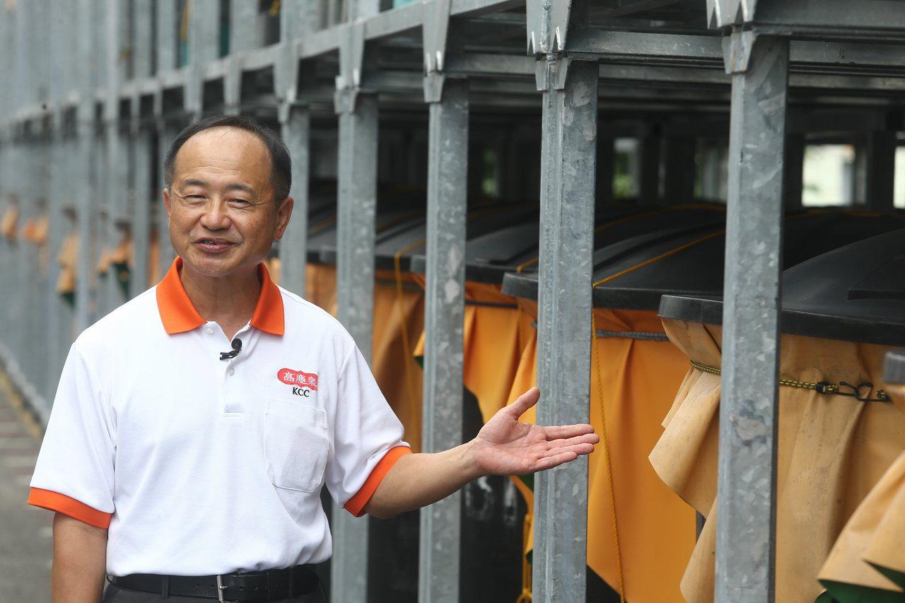 國內黑豆醬油產量前三名的高慶泉醬油董事長高志堅說,天然的美味無法取代,該公司於2...