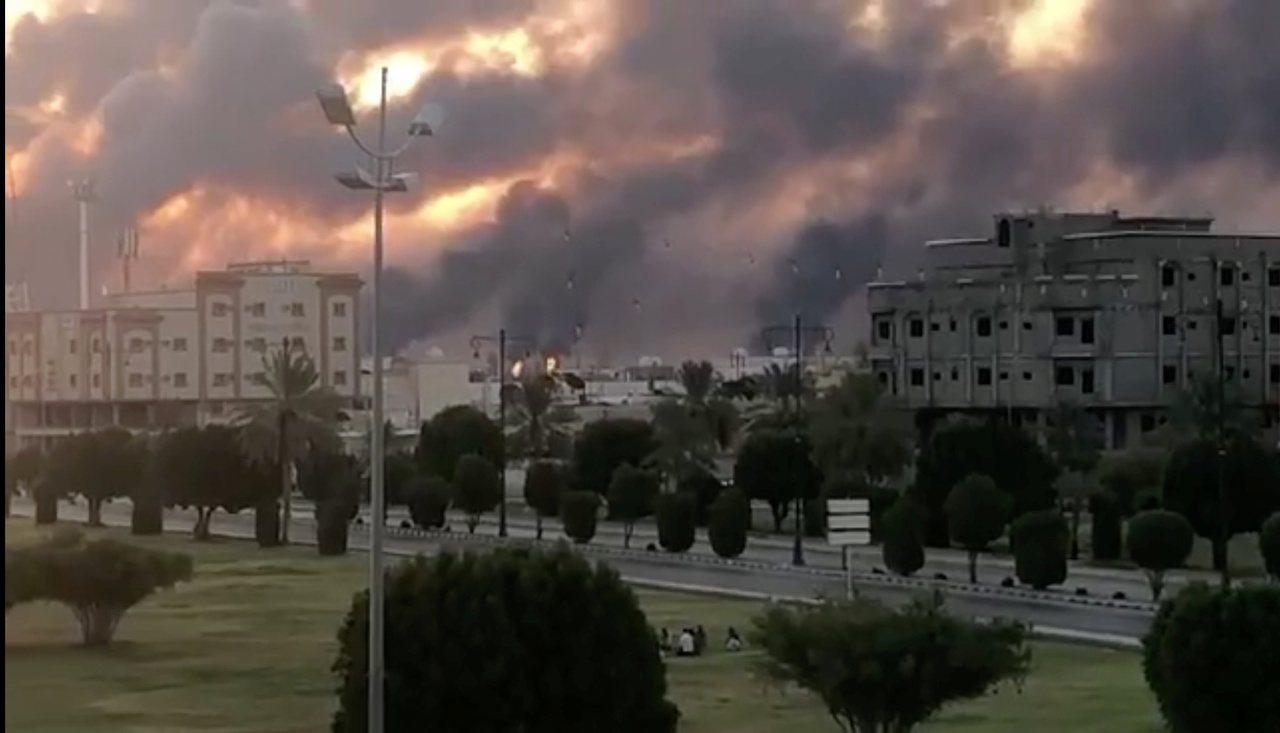 沙烏地阿拉伯石油設施14日受到攻擊後,川普總統與沙烏地王儲通電話,表示這種攻擊不...
