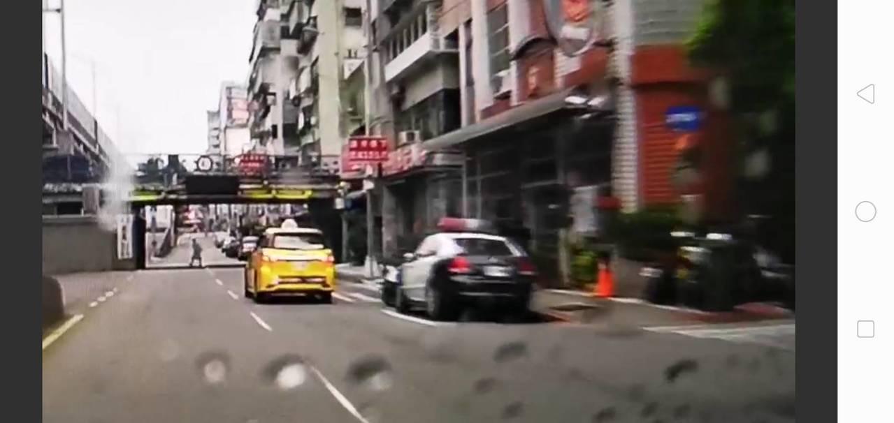 梁姓男子開槍後,坐計程車直接前往中山區民權一派出所投案。記者廖炳棋/翻攝