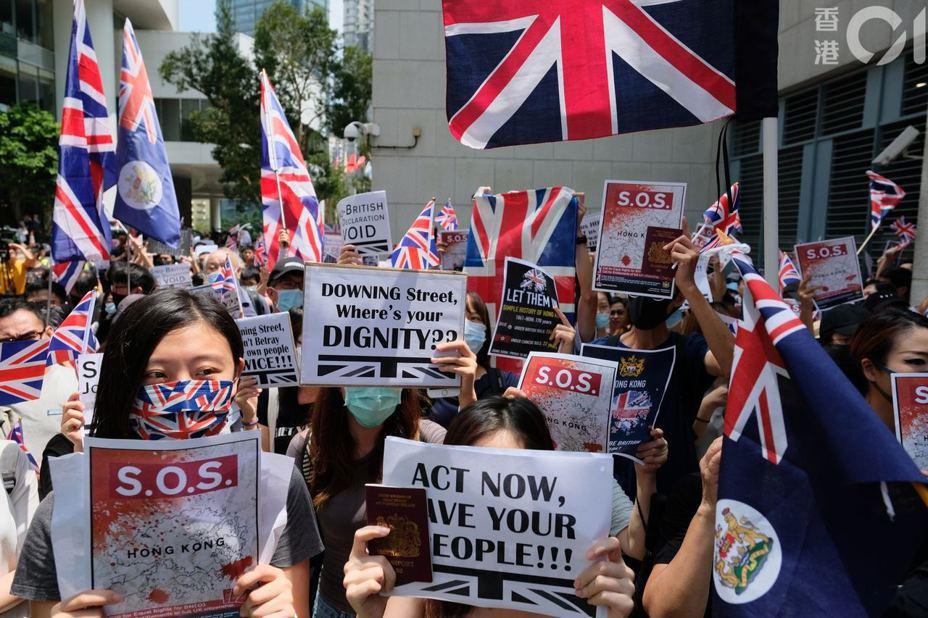 香港網友9月15日發起對英國領事館請願行動,約千人響應,希望以在香港的英國國民的身分,敦促英國政府能關注香港兩大重點:一是對大陸無視「中英聯合聲明」採取行動,二是承認現時「一國兩制」已遭受破壞。照片/香港01