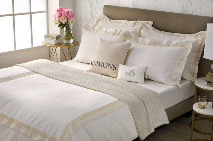買席夢思特定床款,送價值35,000元的米蘭星璨系列寢具四件組。圖/席夢思提供