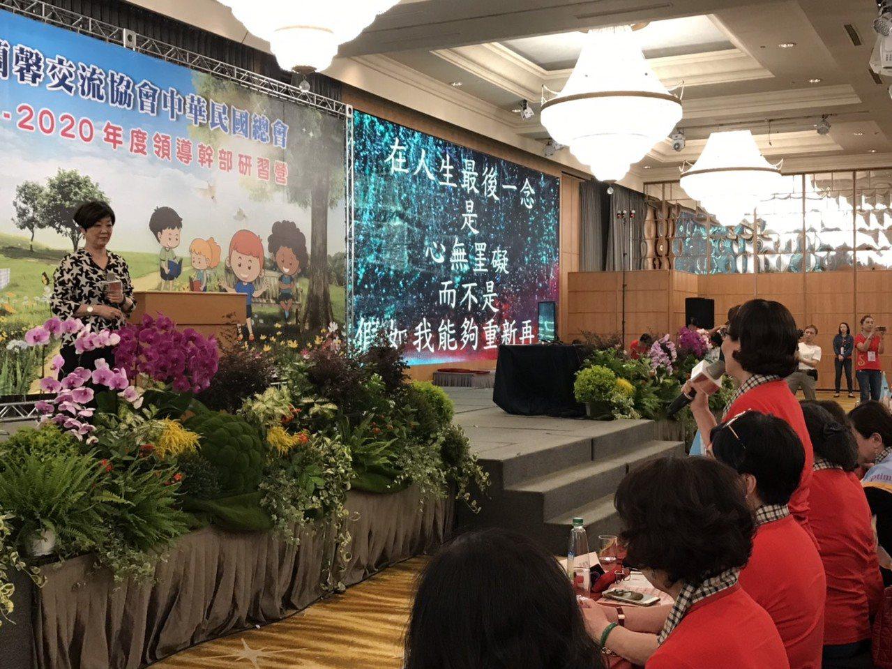 台積電慈善基金會董事長張淑芬應邀到高雄演講,主題是「把愛送出去」。記者徐白櫻/攝...