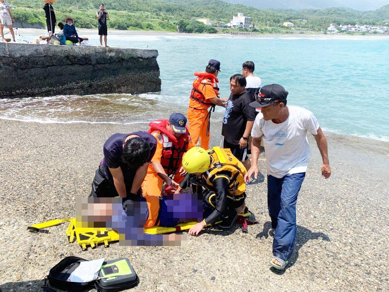 疑大浪將釣客捲入海,台東縣長濱鄉66歲陳姓老翁溺斃。圖/海巡署台東分署提供