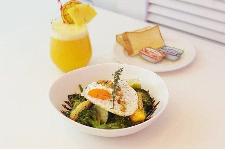 「主廚溫沙拉」售價390元。圖/Dazzling Café提供