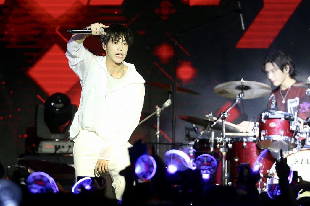 N.Flying晚上在台北舉行演唱會,演唱多首成名歌曲。記者林伯東/攝影