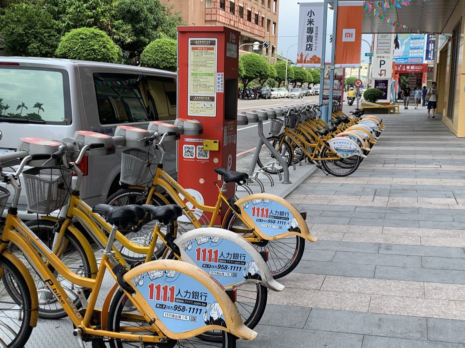 屏東P-bike推出迄今已有兩百多萬人次騎乘,最近卻傳出有人未使用票卡租借,硬扯下車子騎走。記者翁禎霞/攝影
