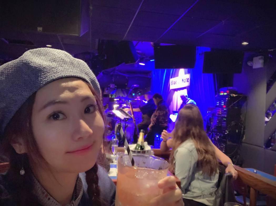 Selina紐約吃喝不忌口,自嘲已成了「圓圓」  。圖/摘自臉書