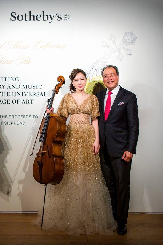 珠寶設計師Anna Hu(左)知名大提琴家馬友友合作,一同在日前舉辦了大提琴演奏...