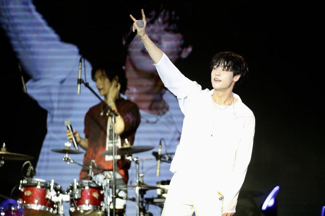 N.Flyng熱力演唱多首歌曲。記者林伯東/攝影