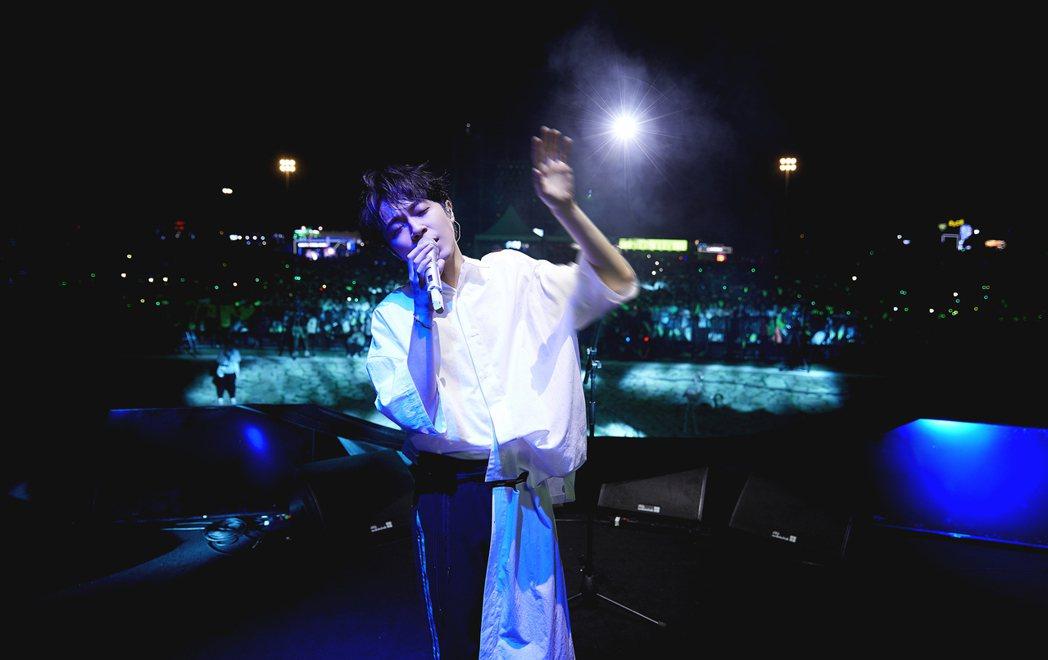 吳青峰擔任「咪豆音樂節」首日壓軸嘉賓。圖/摘自微博