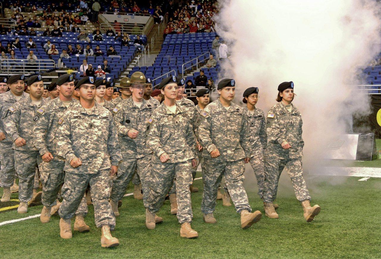 美軍雖已開放同性婚姻,但對於跨階級的通婚甚至交往,仍然嚴厲限制。圖/美國陸軍檔案...