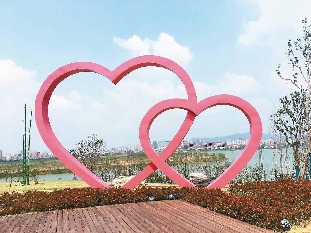 近年來,透過改善生態和保護環境,淮北市從昔日的烏金煤城變成如今的生態美城。圖為淮...