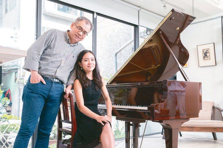 李其叡(右)感謝爸爸總是以尊重的方式引導她。 攝影/陳立凱