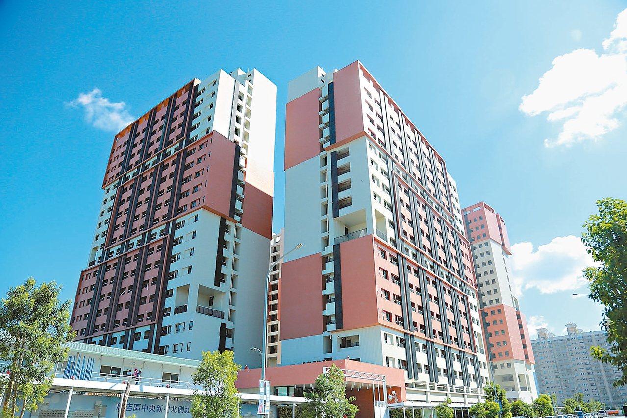 新店央北社宅預計9月底招租,提供套房795戶、2房221戶及3房54戶。 圖/新...