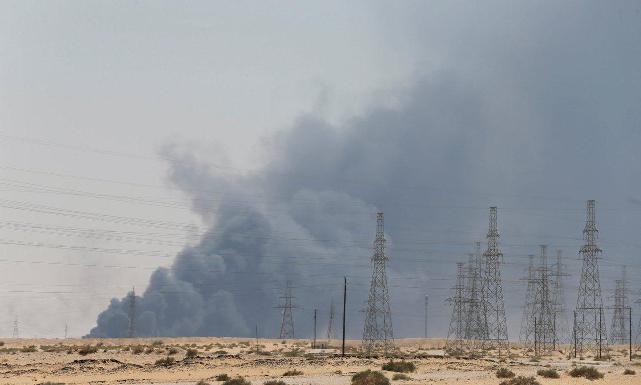 無人機攻擊沙烏地阿拉伯國家石油公司兩處設施,廠區停產導致原油產量大減570萬桶,...