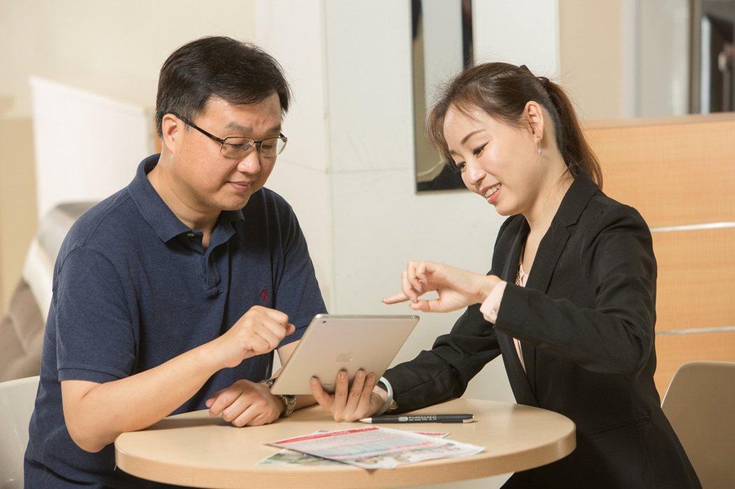 專家建議,保戶從填寫要保文件到變更資料等,都必須簽字填寫並簽名。 圖/壽險業提供