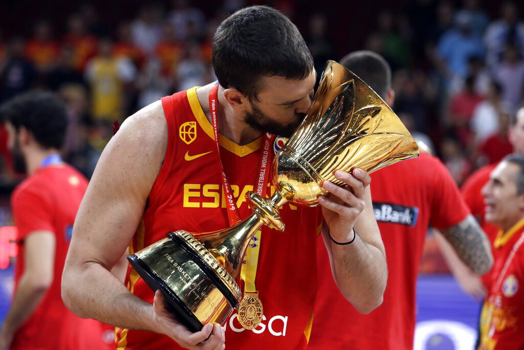 短短三個月內,西班牙隊當家禁區小加索接連贏得NBA總冠軍和世界盃籃球賽金牌。 美...