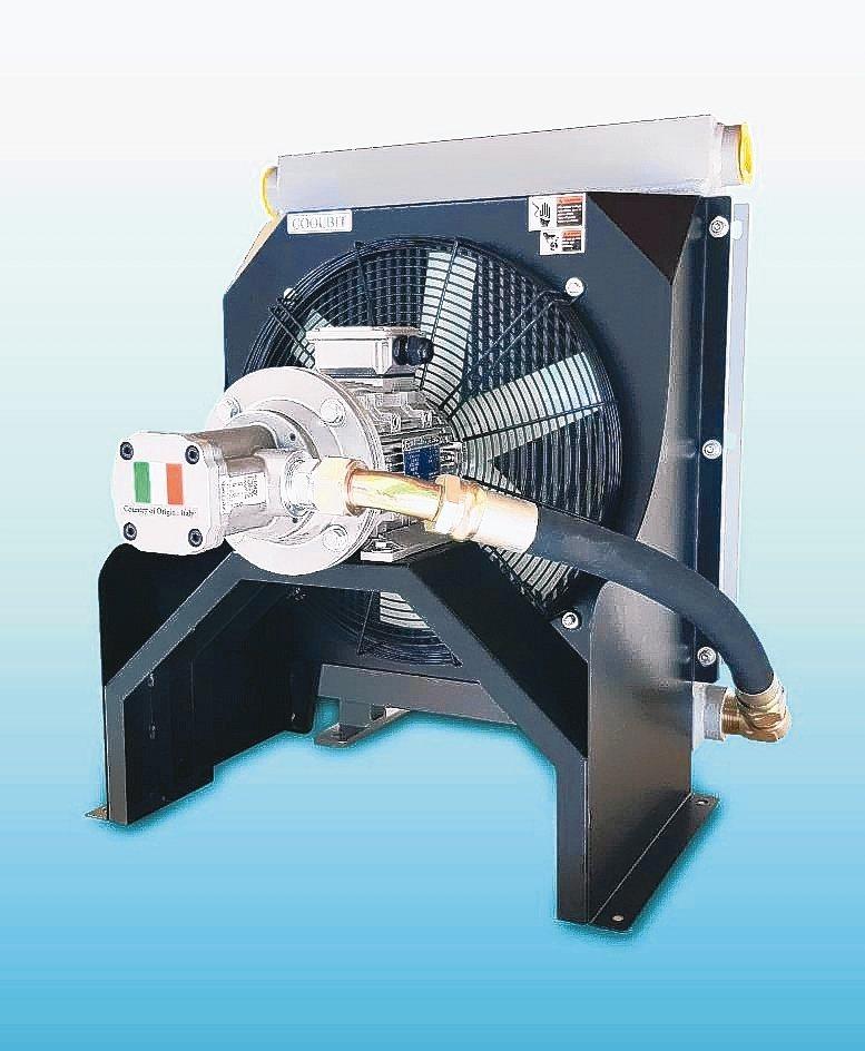 庫林工業產製第二代主動恆溫免過濾切削液冷卻機。 魯修斌/攝影