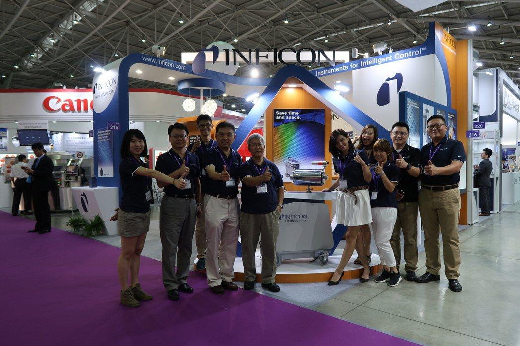 英福康總經理鄭國聲(左四)及團隊攝於去年台灣半導體展。 英福康/提供