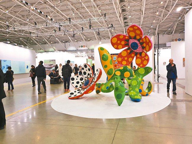 今年初的台北當代藝博會,吸引全球90間頂尖畫廊參加;展覽強調打造讓一般人親近的藝...