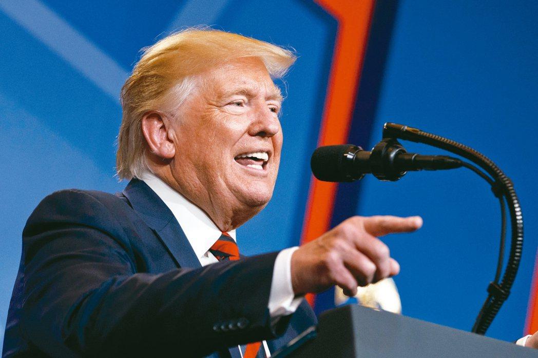 針對沙國石油設施遇襲,美國總統川普15日推文說:「槍已上膛。」 美聯社
