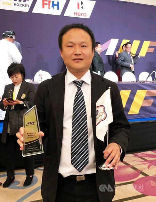 中華隊在U21女子亞洲盃曲棍球賽奪銅,中華民國曲棍球協會秘書長吳志朋(圖)指出,...