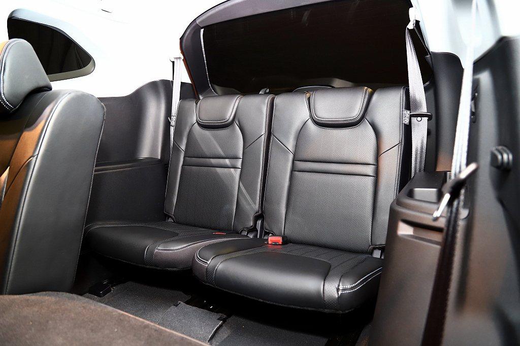 納智傑URX結合MPV的空間便利性與 SUV的坐姿及視野優勢,座艙最多可容納7人...