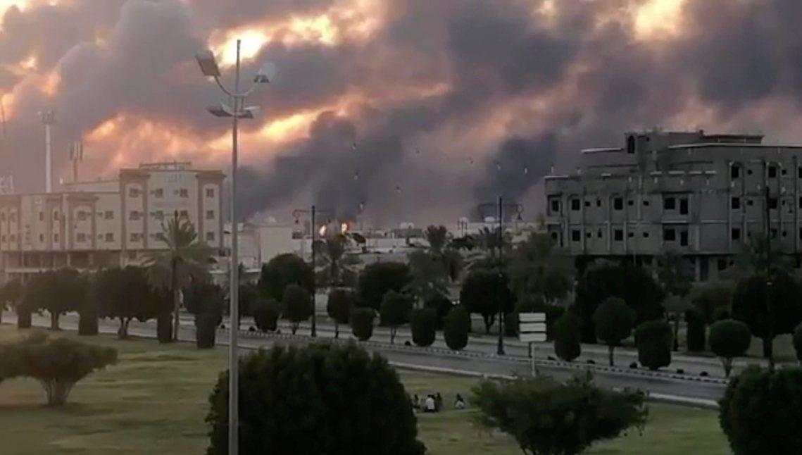 全球石油龍頭——沙烏地阿拉伯——14日清晨遭到不明「無人攻擊機隊」密集轟炸,巨大...